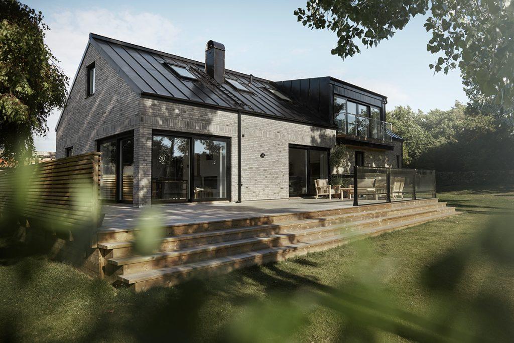 Nybyggd hus med stenfasad i Falkenberg